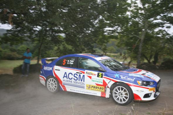 Alejandro Pais con su Mitsubishi EVO X
